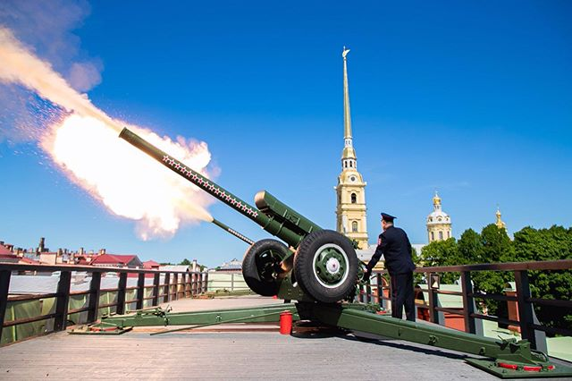 Пушка Петропавловского собора