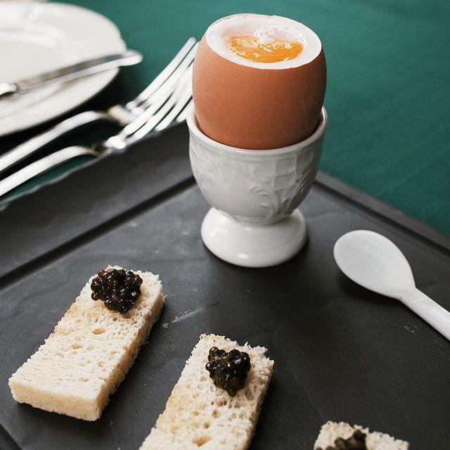 яйцо с икрой